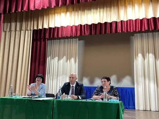 Владимир Трегуб провел выездное аппаратное совещание по социально значимым вопросам Красногвардейского сельского поселения