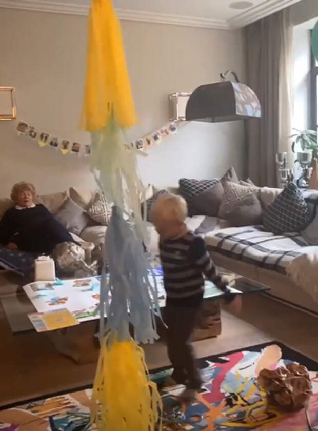 В костюме осла и с гитарой: Ксения Собчак и Максим Виторган вместе отметили день рождения сына Платона