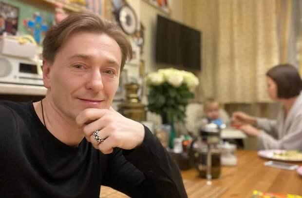 Инстинкт самосохранения: Безруков ушёл от горя и смерти в счастье