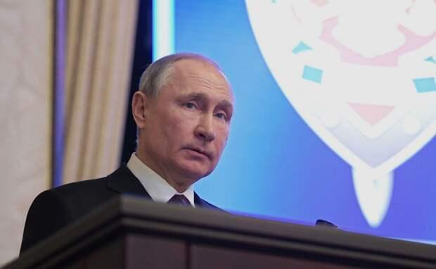Неполадки с микрофоном не помешали президенту РФ выступить на заседании ФСБ