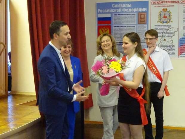 Давид Мелик-Гусейнов поздравил выпускников школы-интерната для слепых ислабовидящих детей сокончанием учебного года