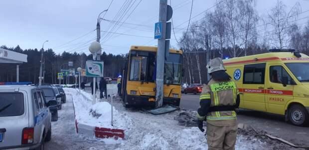 Человеческий фактор назвали предварительной причиной ДТП с автобусом в Ижевске