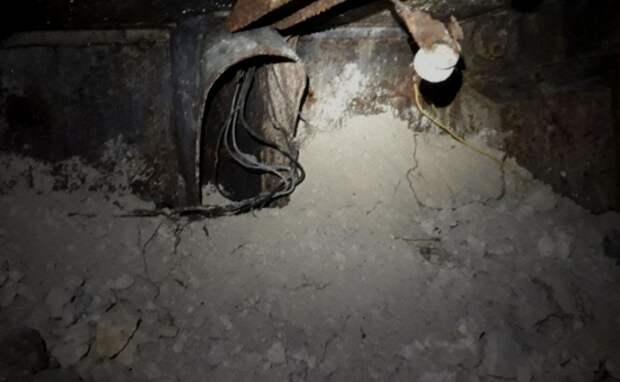 Мародеры среди бела дня разорили военный бункер в центре Севастополя