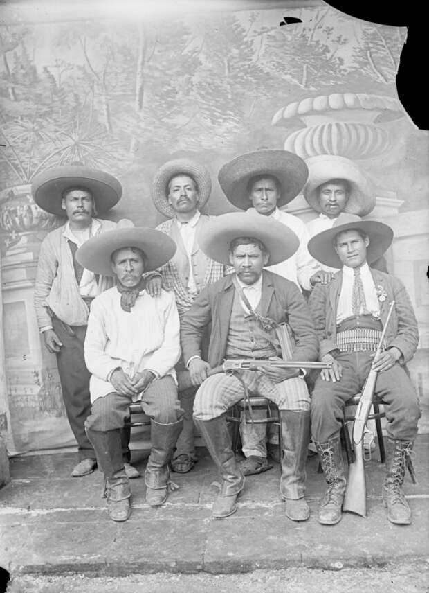 Бойцы Мексиканской революции 1910-1917.