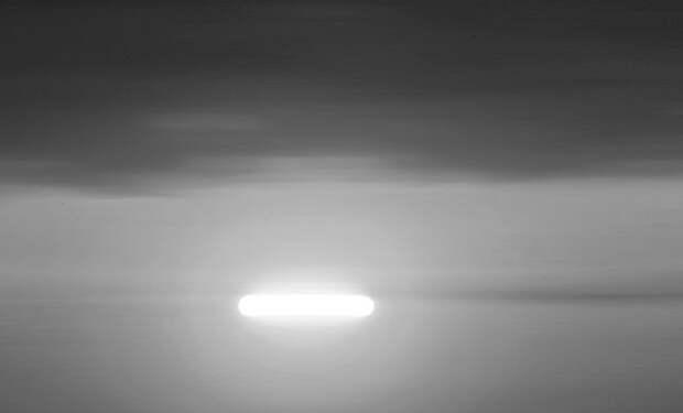 У границы с Мексикой очевидцы зафиксировали в небе продолговатый светящийся объект: видео