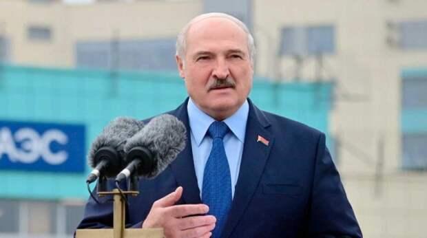 """Лукашенко намерен """"преподать урок"""" Прибалтике в апреле"""