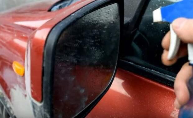 Хитрость как удалять лёд с зеркал и стёкол авто