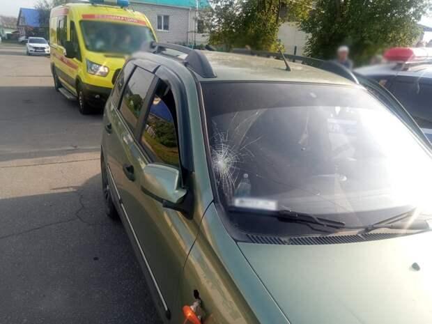 Автомобиль сбил переходящих дорогу детей в Удмуртии