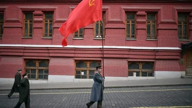 Зюганов посоветовал Путину подарить миллиардеру сказку Пушкина
