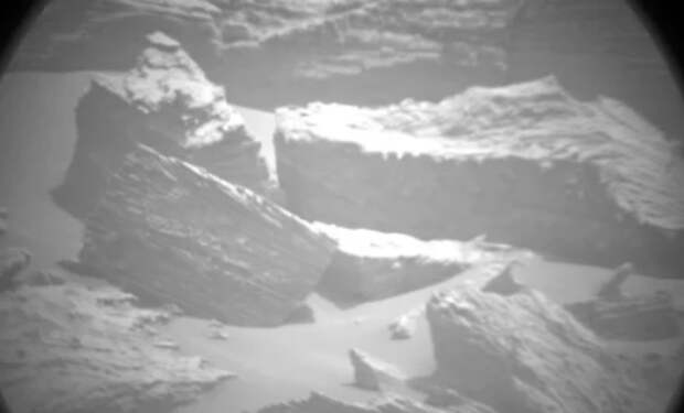 НАСА сфотографировали руины на Марсе: ученые считают, что они похожи на здание