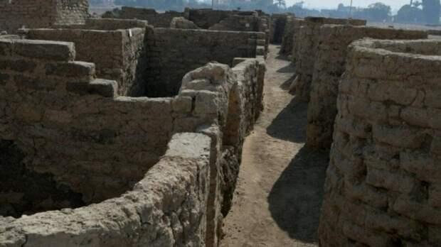 В Египте нашли «потерянный золотой город». Он был скрыт под песками около трёх тысяч лет