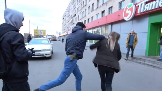 Активист «СтопХама» подрался с девушкой в Петербурге