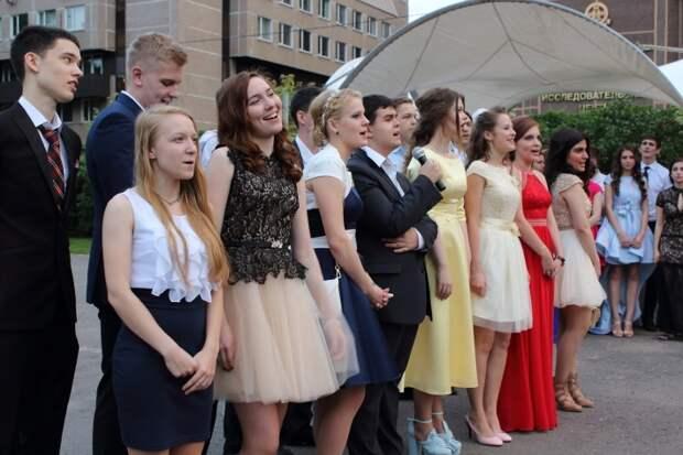 Вчерашние школьники рассказали о самых постыдных и грустных моментах на выпускных