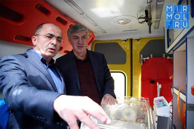 Сулейман Керимов подарил Дербенту машины скорой помощи и реанимобили