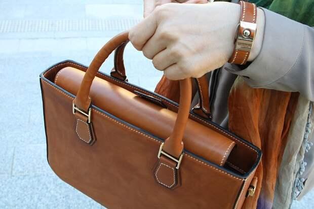 Двое подростков отобрали сумку у женщины в Северном Тушине