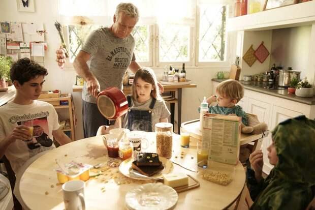 10 дней без мамы: Франк Дюбоск не справляется с детьми в комедии «Не все дома»