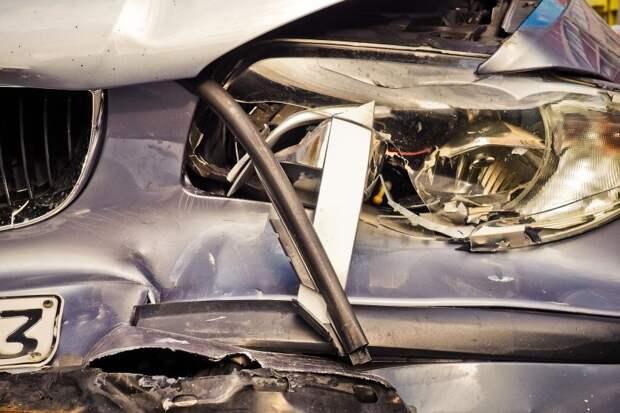 На Новокуркинском шоссе автомобиль столкнулся с мотоциклом