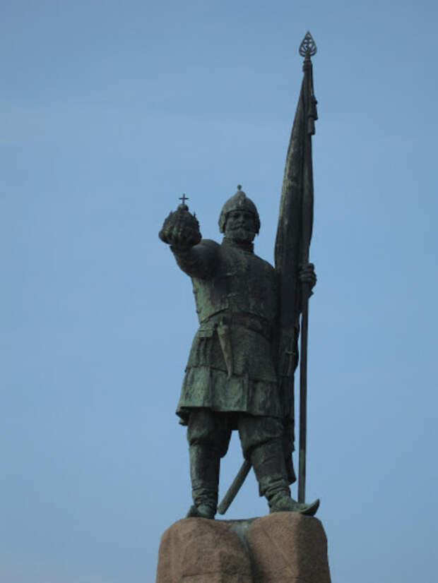 Памятник Ермаку Тимофеевичу в Новороссийске