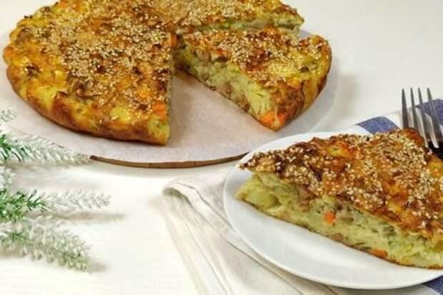 Фото к рецепту: Капустный пирог с индейкой