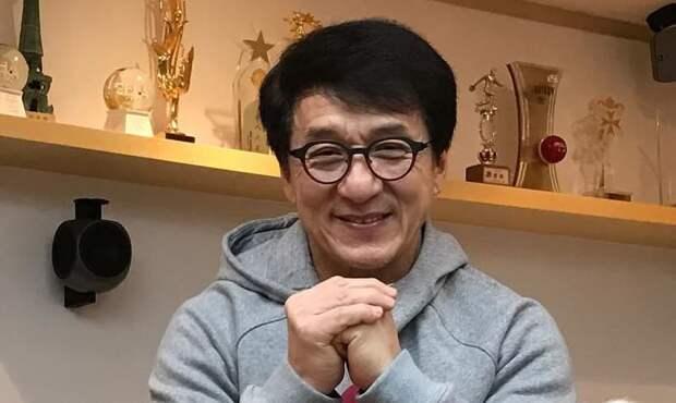 Джеки Чан решил официально стать коммунистом