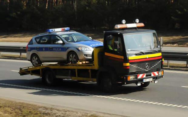 Полицейские оштрафовали водителя за неисправности. Но их машина оказалась хуже!