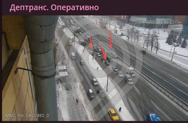 Три автомобиля столкнулись на Ленинградке