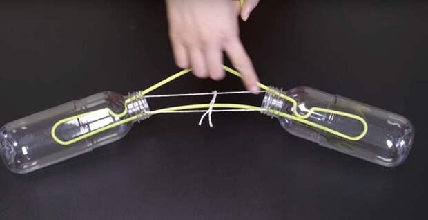 Четыре простых способа правильно развешивать свитера на вешалках