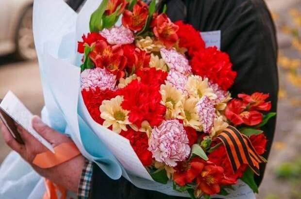 «Далькомхолод» поздравил ветеранов-портовиков с Днем Победы