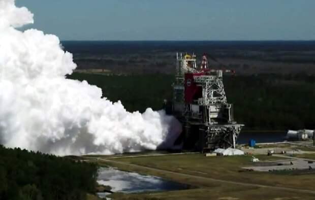 «Дым столбом»: NASA проверило двигатели для «лунной» ракеты SLS