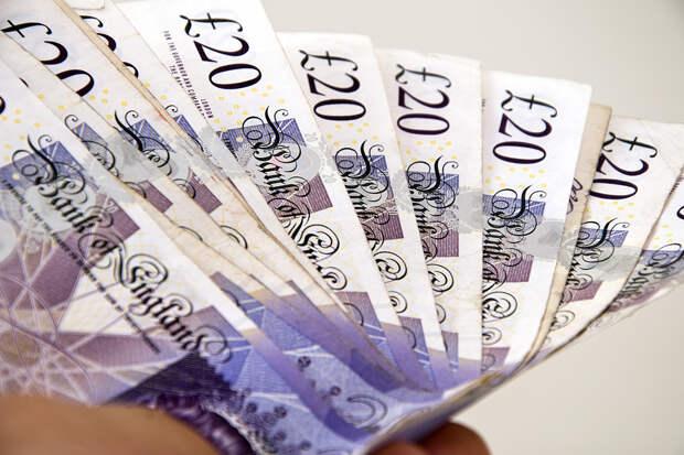 Чернокожей британке вернули огромную сумму за обман при аренде дома