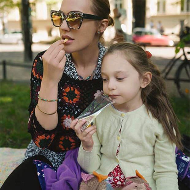 """Звезда сериала """"Великолепный век"""" Мерьем Узерли показала новорожденную дочь"""