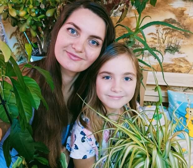 Жительница Лосинки со своей дочкой устроили дома ботанический сад