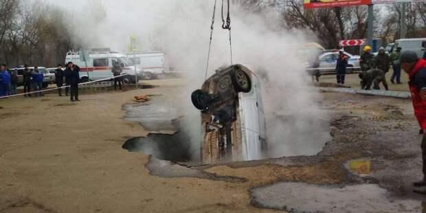 СК в Пензе завел дело после смерти двух человек в машине, провалившейся в яму