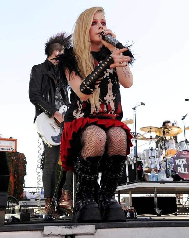 Фестиваль «iHeartRadio 2013» в Лас-Вегасе: выступление Аврил Лавин
