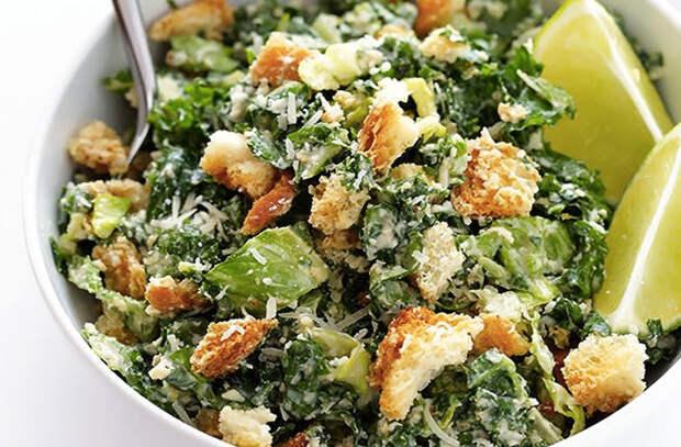 Добавляем в салат Цезарь авокадо, пасту и бекон: 10 новых вкусов