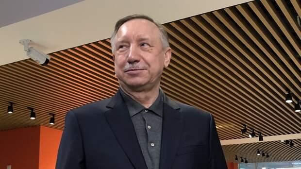 Беглов возложил цветы к зданию представительства Республики Татарстан в Петербурге