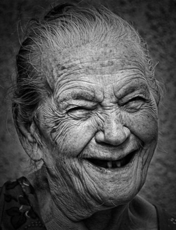 В Крыму пенсионерка камнем и руками избила соседа