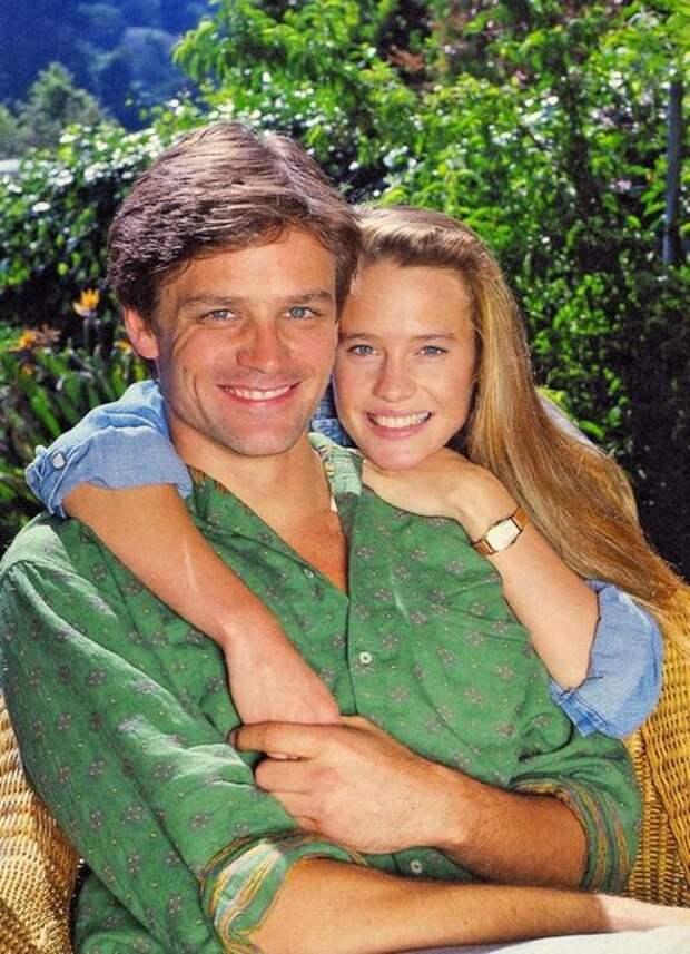 """С первым мужем Дэйном Уизерспуном она познакомилась на съемках """"Санта-Барбары"""" , где актер играл роль ее любовника Джо Перкинса."""