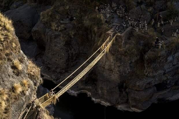 Как выглядит мост, который возводят заново каждый год