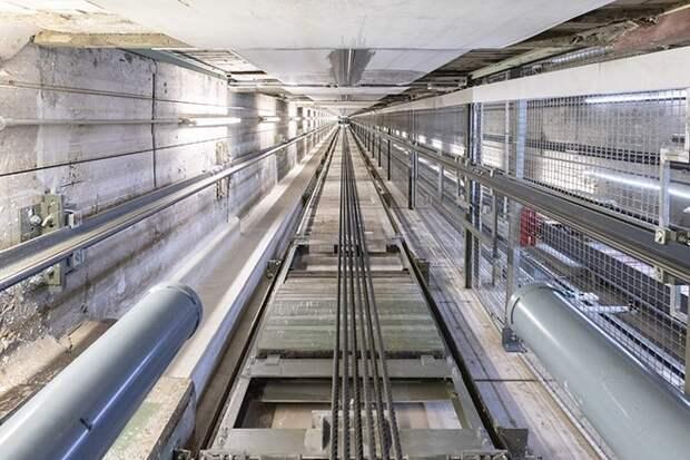 В Москве лифт с людьми пролетел пять этажей
