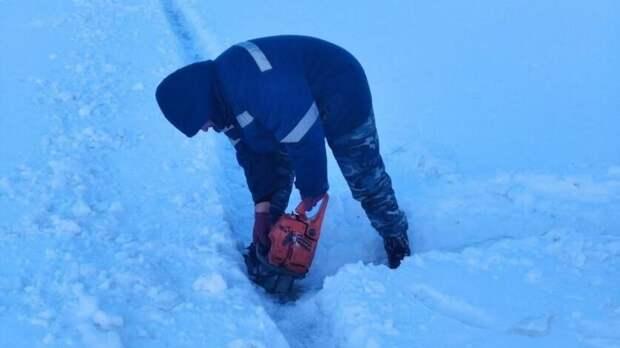 В Оренбурге на Урале началась распиловка льда