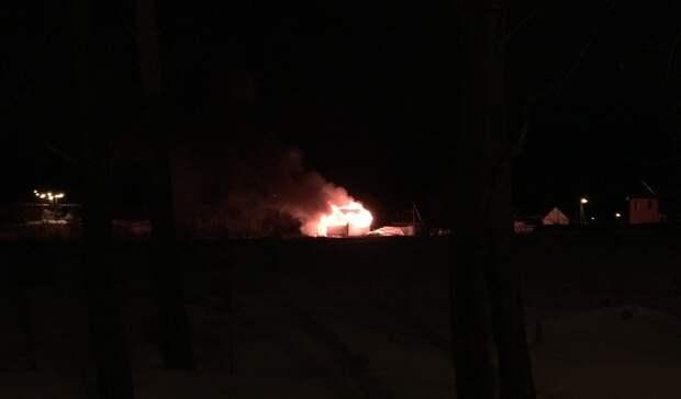 Строящееся здание горит наВагонке вНижнем Тагиле