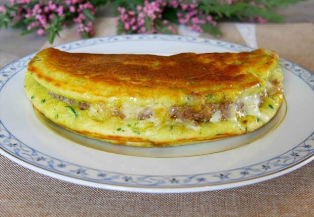 Превратили кабачок в чебуреки: делаем овощное тесто и начиняем фаршем