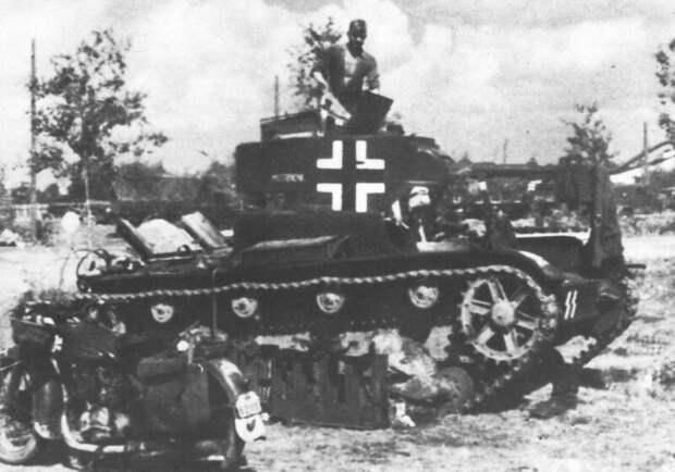 На фото - трофейный танк Т-26 3. SS-Panzer-Division «Totenkopf», носивший имя «Mistbiene» (Пчела) военная техника, военное, история, много букв, танки, танки СССР, техника, факты