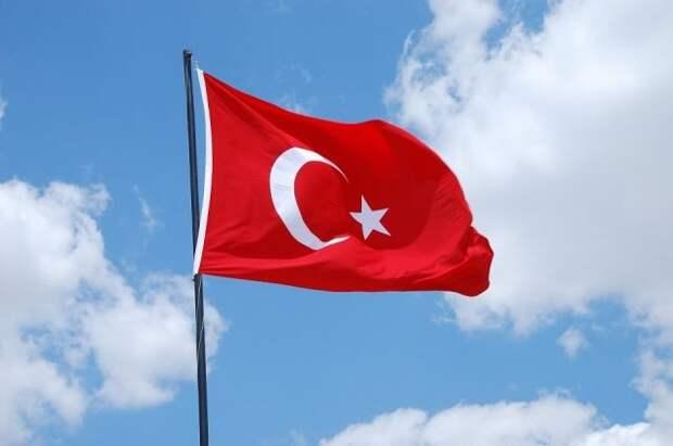 Турецкий Минздрав одобрил вакцину «Спутник V» для экстренного применения