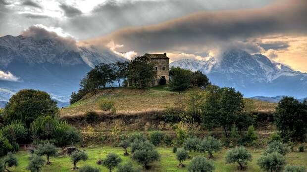 lonelyhouses22 Потрясающие дома, построенные вдали от цивилизации