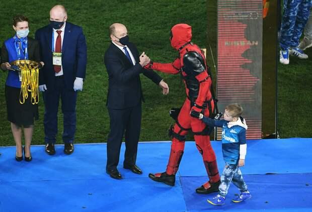 Дзюба объяснил, почему вышел на награждение в костюме Дэдпула