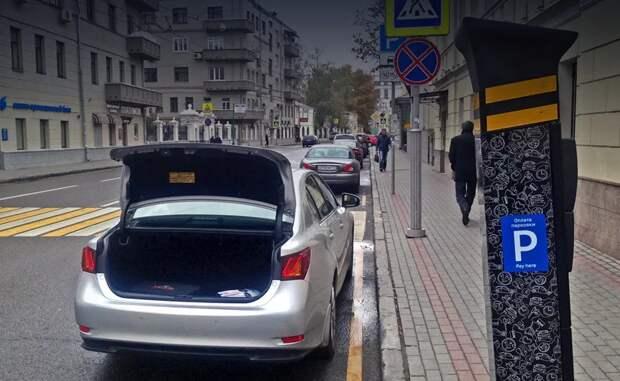 Зачем некоторые водители открывают багажник у припаркованного автомобиля