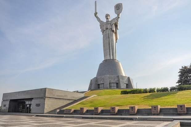 Декоммунизация Родины-матери в Киеве грозит катастрофой