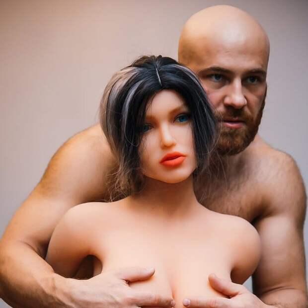 Любимые женщины бодибилдера Толочко: мачо разводится с секс-куклой ради пепельницы